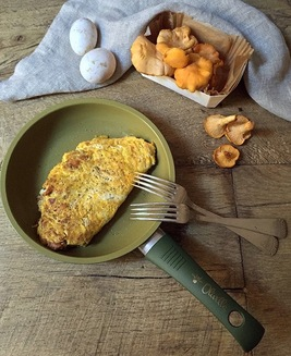 Omelette with chanterelle mushrooms